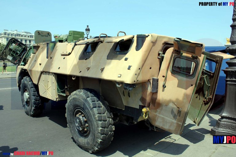 A VAB CERAMIC of the Groupement Blindé de Gendarmerie Mobile (GBGM), Paris, July 14, 2013.